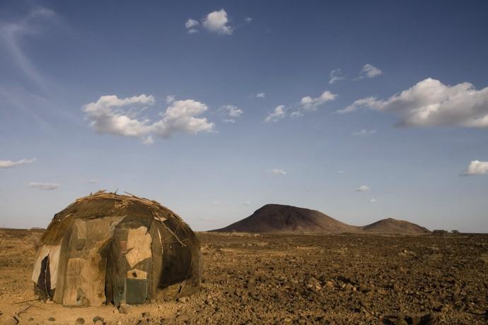 One of the huts of the Gabbra village suffering for the drought  - © Giulio Napolitano