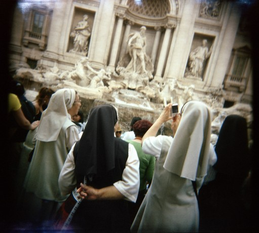 Nouns snapping pictures at Trevi Fountain - © Giulio Napolitano