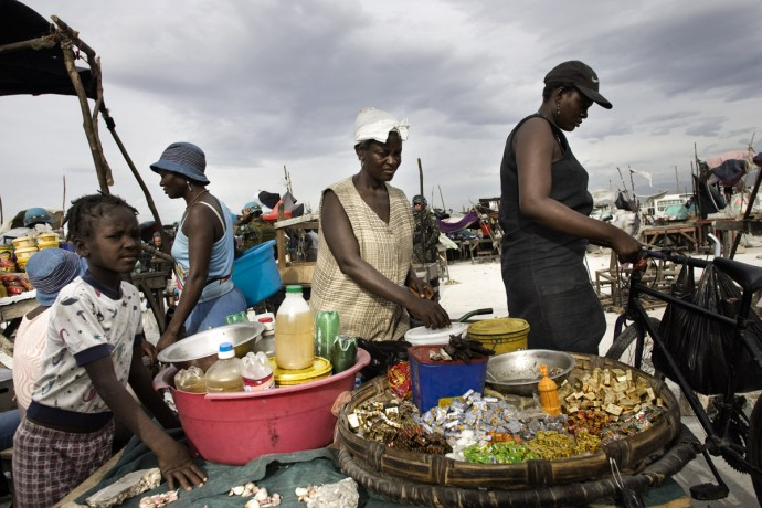 Market scene in Cité Soleil, Port-au-Prince  - © Giulio Napolitano