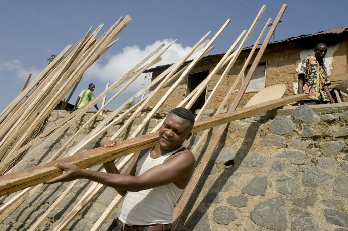 Workers during their duties at a sawmill/carpentry in Boma town, Bas-Congo  - © Giulio Napolitano