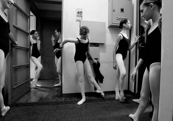 Young dancers getting ready for the lesson at the Opera House ballet school  - © Giulio Napolitano