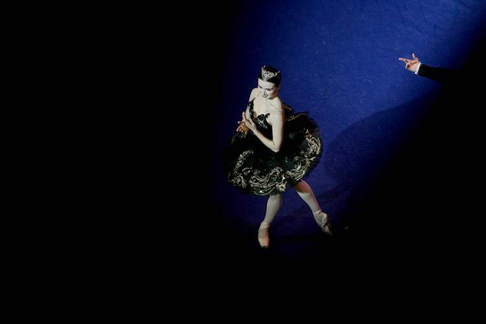 Irina Dvorovenko getting her round of applause at the end of the performance  - © Giulio Napolitano