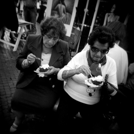 Ice cream eaters  - © Giulio Napolitano